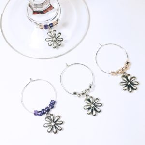 summer daisy wine charms, flower wine charms, daisy wine charms, daisy decor, wine charms daisies