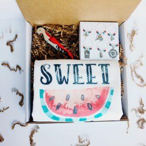 summer theme wine gift box
