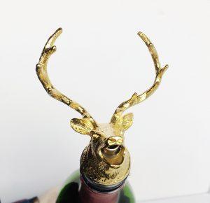 buck wine pourer